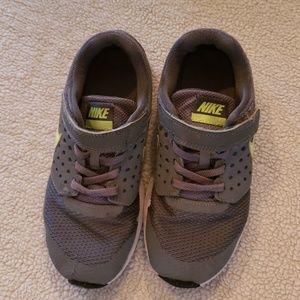 Boys Nike 13.5